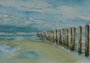 Strand met palen